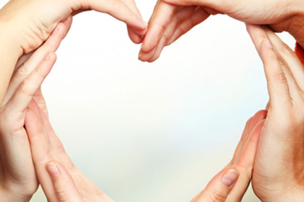 img-heart-hands